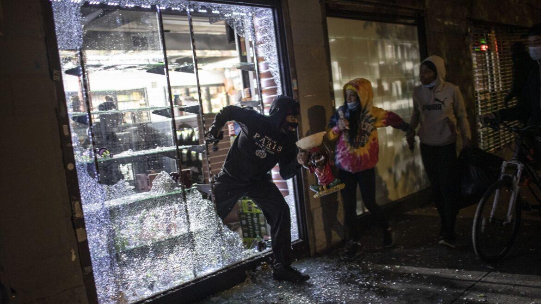 Segunda noche de protestas en Philadelphia- American Protest